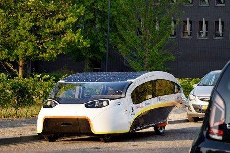 Conheça o primeiro carro 100% movido a energia solar